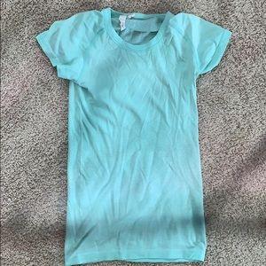 Lulu Lemon size 4 fitted t shirt